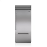 Sub ZeroSub Zero 36&quot Classic Over-and-Under Refrigerator/Freezer with Internal Dispenser