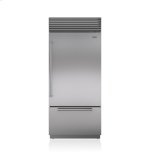 Sub ZeroSub Zero 36&quot Classic Over-and-Under Refrigerator/Freezer