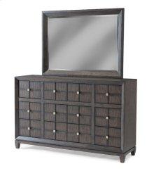 645-650 DRES Regency Dresser