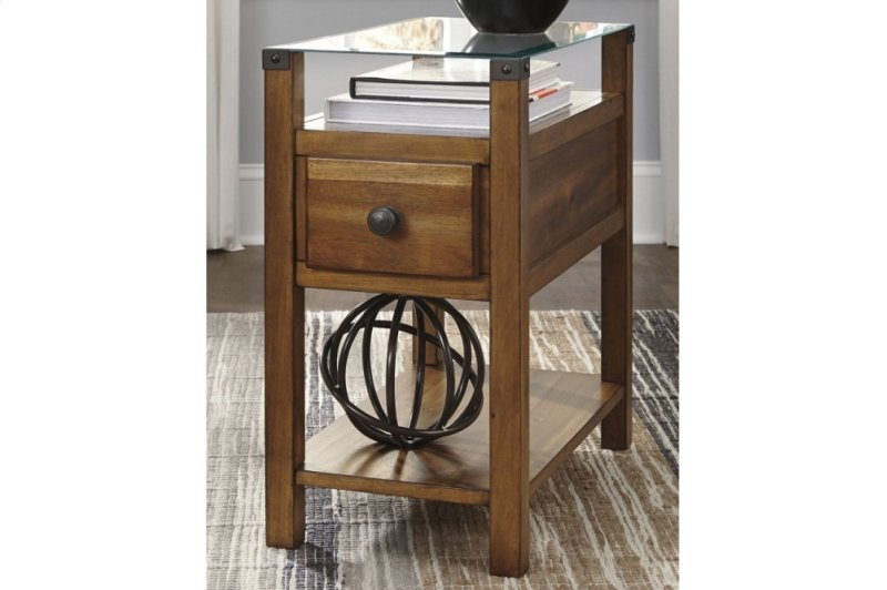 f4b070cce6564d T217630 in by Ashley Furniture in Tacoma, WA - Chair Side End Table