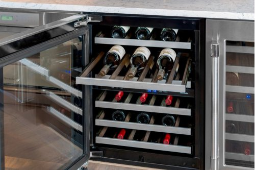 """24"""" UNDER-COUNTER WINE RESERVE WITH GLASS DOOR T24UW920RS"""