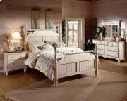 Wilshire 4pc Queen Post Bedroom Suite Product Image