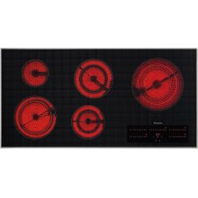 KM 5880 208V Electric cooktop in maximum width for the best possible cooking and user convenience.