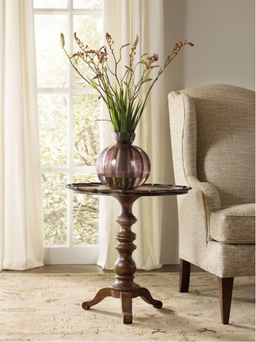 Leesburg Round Accent Table
