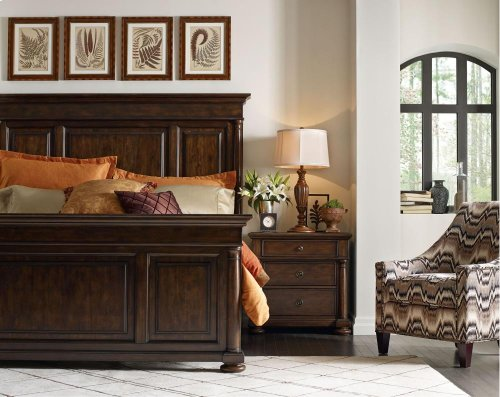 Wheatmore Manor Panel Bed (Queen)