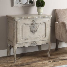 Fausta, Accent Chest