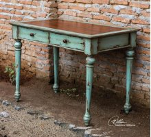 Axelle, Writing Desk