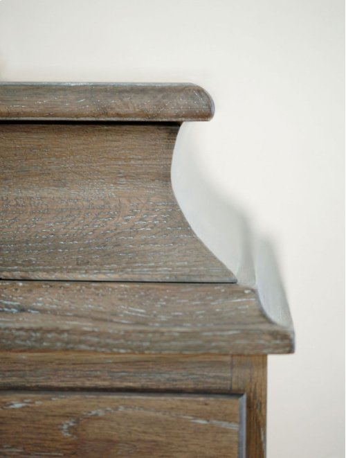 Auberge Chest in Auberge Weathered Oak (351)