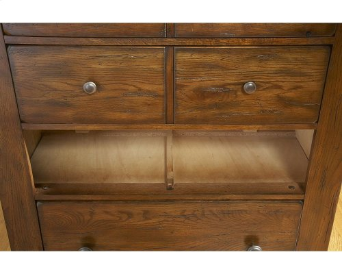 Attic Heirlooms 4-Drawer Chest