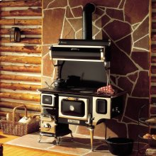 Black Oval Wood Cookstove with Water Reservoir