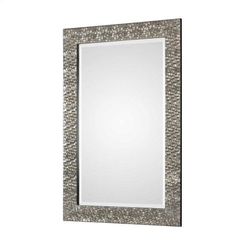 Kanuti Mirror