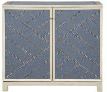 Lynacres Upholstered Chest 9331-UH