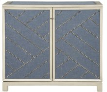 Lynacres Upholstered Chest 9331-UH