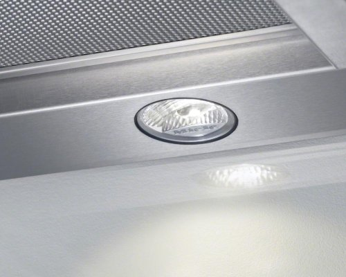 DA 3690 Built-in ventilation hood with motorized pull-out canopy for maximum convenience.