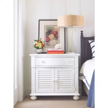 Retreat-Summerhouse Chest in Saltbox White