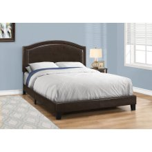 BED - QUEEN SIZE / BROWN LEATHER-LOOK WITH BRASS TRIM