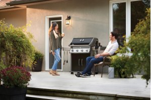 Rogue® 525 Propane Gas Grill, Black
