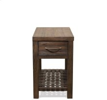 Magnolia Hill Chairside Table Burnished Brown Oak finish