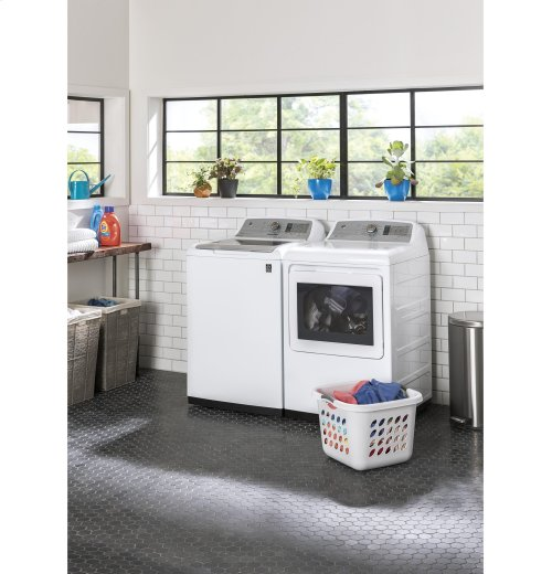 FLOOR MODEL- GE® 5.0 DOE cu. ft. stainless steel capacity washer