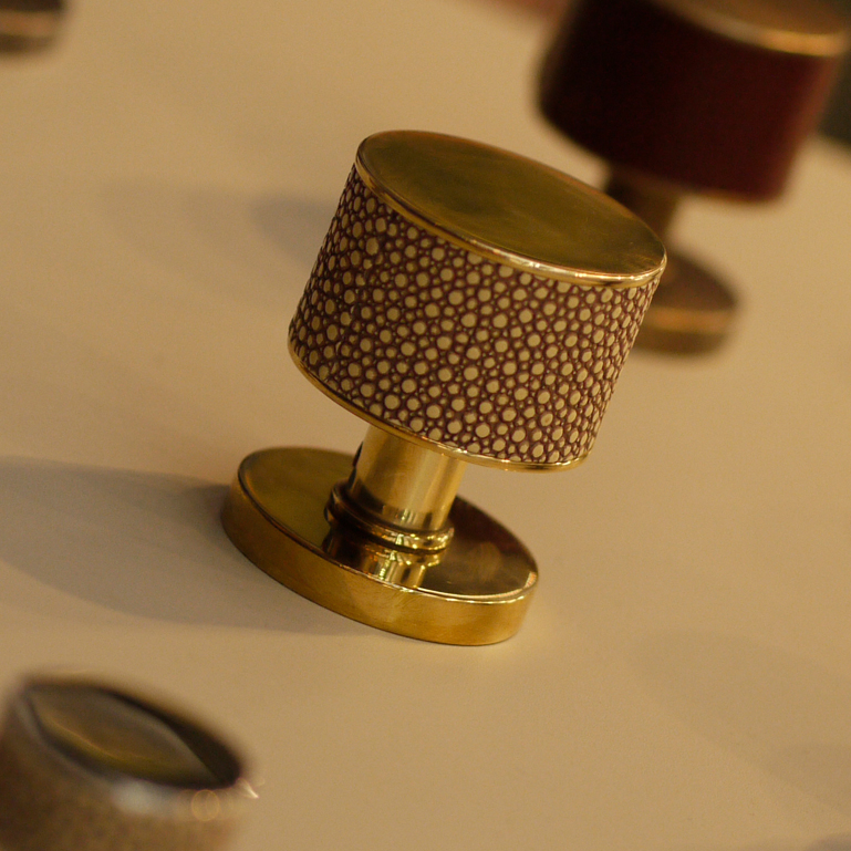 Additional Stacked Shagreen Recess Amalfine In Silver Bronze And Vintage Patina
