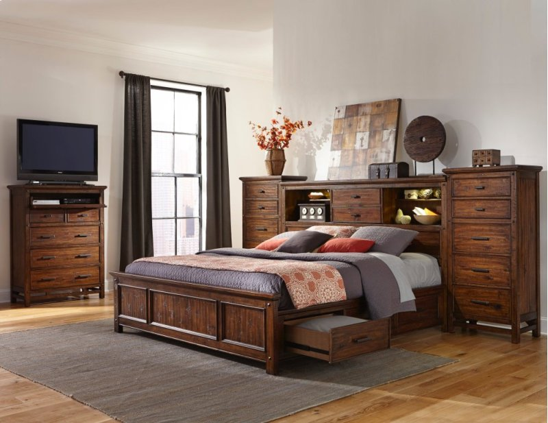 Bedroom Wolf Creek Five Drawer Chest