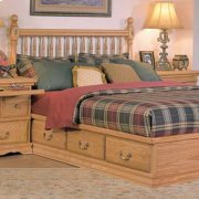 Deluxe Spindle Headboard Product Image