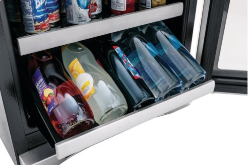 24'' Under Counter Beverage Center with Right Hand Door Swing