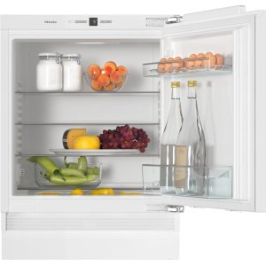 MieleBuilt-under refrigerator Compact design with a practical interior layout.