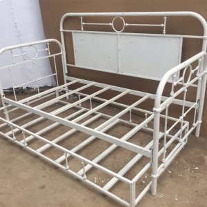 LIBERTY FURNITURE INDUSTRIESTwin Metal Day Bed - Antique White