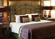 BED - QUEEN OR FULL SIZE / BLACK HEADBOARD OR FOOTBOARD