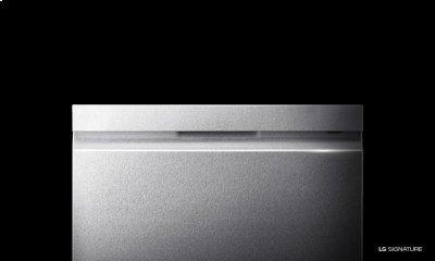 LG SIGNATURE Top Control Dishwasher with QuadWash Product Image