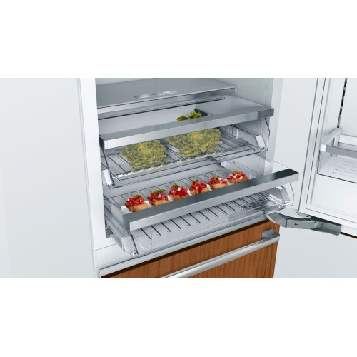Benchmark® built-in fridge-freezer with freezer at bottom B30IB900SP