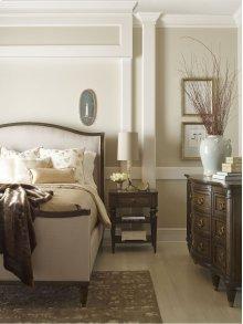 Wellington Upholstered Bed (Queen)