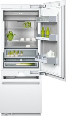 """400 series Two-door bottom freezer with integrated ice maker. Fully integrated Width 30"""" (76.2 cm)"""