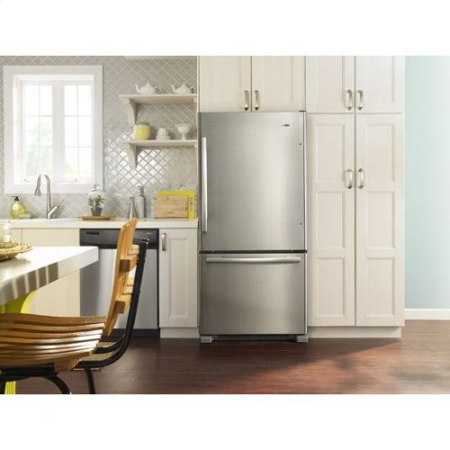 33-inch Wide Bottom-Freezer Refrigerator with EasyFreezer™ Pull-Out Drawer - 22 cu. ft. Capacity - white
