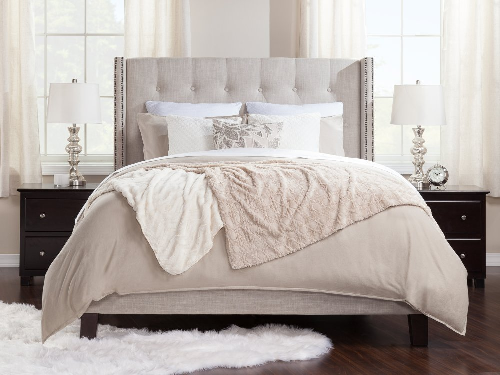 Venice Upholstered Traditional Bed Queen in Pebble Beach