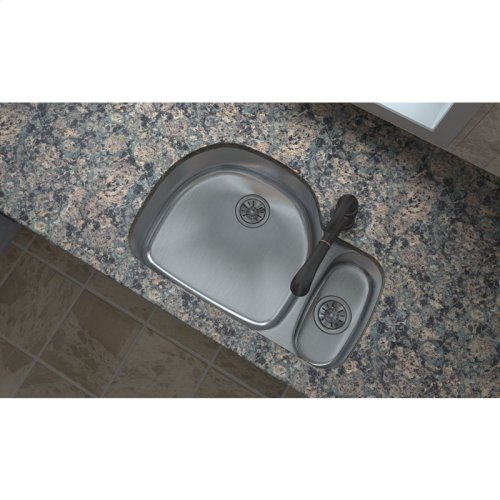 """Elkay Lustertone Classic Stainless Steel 31-1/2"""" x 21-1/8"""" x 7-1/2"""", Offset 70/30 Double Bowl Undermount Sink"""