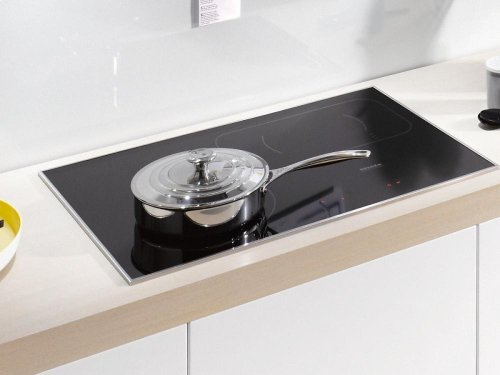 KM 6360 Induction cooktop with touch controls with PowerFlex cooking area for maximum versatility and performance.