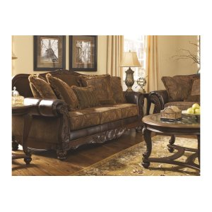 Ashley Home FurnitureSIGNATURE DESIGN BY ASHLEYTraditional Sofa #6310038