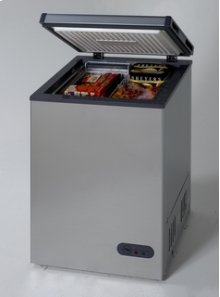 Model CF1011PS - 3.4 Cu. Ft. Chest Freezer - Platinum Finish