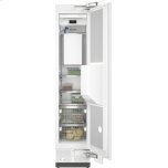 MieleMasterCool(TM) freezer Integrated IceMaker features separate water and ice dispensers.