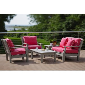 Nantucket Love Seat (089)