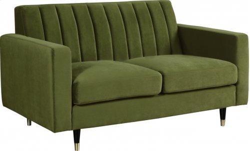 619olivel In By Meridian Furniture In Orlando Fl Lola Velvet