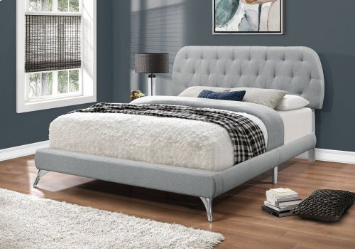 BED - QUEEN SIZE / GREY LINEN WITH CHROME LEGS