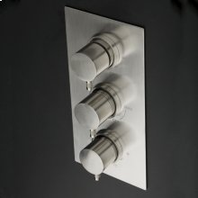 Built-in thermostatic valve with volume control valve, three-way diverter and rectangular backplate.