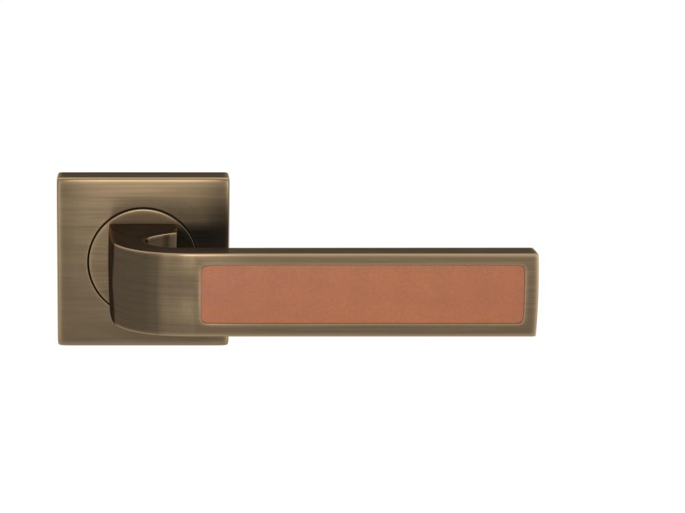 Ski Recess Leather In Tan And Fine Antique Brass
