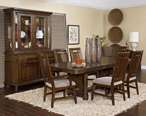 Broyhill - Estes Park 7 Pc. Dining Room - Table, 4 Side Chairs, 2 Arm Chairs