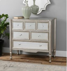 Rayvon, Accent Chest