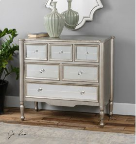 Rayvon Accent Chest