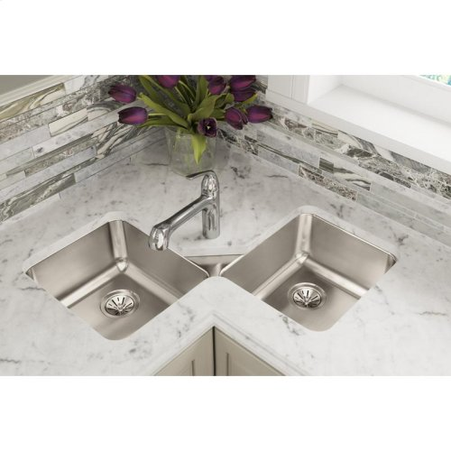 "Elkay Lustertone Classic Stainless Steel 32"" x 32"" x 7-7/8"", Equal Double Bowl Corner Sink"